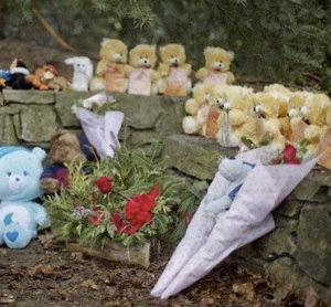 Sidewalk memorial with 26 stuffed animals representing 26 shooting victims, Newtown, CT, December 16, 2012. (David Goldman/AP).