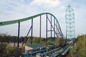 Kingda Ka, the world's tallest roller coaster, Six Flags Great Adventure, Jackson, NJ (Exit 7A, NJ Turnpike), September 23, 2006. (Dusso Janladde via Wikipedia). Released to public domain.