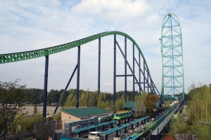 Kingda Ka, the world's tallest roller coaster, Six Flags Great Adventure, Jackson, NJ (Exit 7A, NJ Turnpike), September 23, 2006. (Dusso Janladde via Wikipedia). Released to public domain.