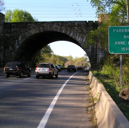 A stone bridge over the Hutchinson River Parkway, near Pelham, NY (about a mile from the bridge I stood on), May 3, 2007. (Anthony22 via Wikipedia). Released to public domain via Creative Commons.