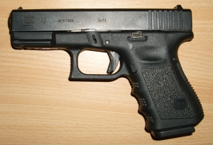 Compact Glock 19 in 9x19mm Parabellum, November 4, 2007. (Vladimir Dudak via Wikipedia). Released to public domain via CC 3.0 & GNU.
