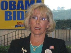 Lilly Ledbetter discusses why Barack Obama (who would sign the equal pay act that is in her name) is the best candidate for working families, Pittsburgh, PA, October 9, 2008. (Blargh29 via Wikipedia). Released to public domain.