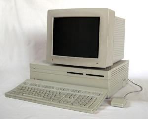 Apple Macintosh II Computer, April 15, 2004. (Alexander Schaelss via Wikipedia). Released via GNU FDL/CC-SA-3.0.
