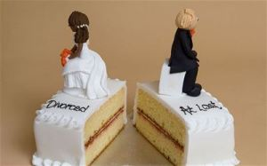 """Divorced at last"" layer cake, or ""Broken Marriage,"" March 2014. (http://www.nigeriancurrent.com/)."