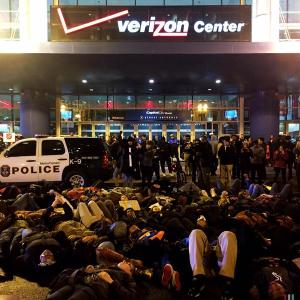 Die-in in front of Verizon Center, Washington, DC, December 5, 2014. (Samuel Corum, @corumphoto, via Twitter).