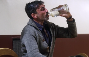 Daniel Day-Lewis in There Will Be Blood (2009), screen shot of him drinking, drooling, December 3, 2010 (http://dudleydoody.com).