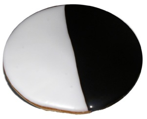 """Black and White shortbread (or what President Barack Obama coined a """"Unity Cookie"""" in 2008), July 23, 2007. (Punkitra via http://commons.wikimedia.org). Released to public domain."""