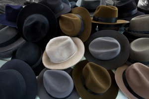 Hat stall at a Sunday fair, Amsterdam, The Netherlands, August 31, 2008. (Jorgeroyan via Wikipedia). Released to public domain via CC BY-SA 3.0.