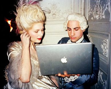 Kirsten Dunst and Jason Schwartzman get anachronistic between shots on set of Marie Antoinette (2006), September 2012. (Pinterest via http://buzzfeed.com).