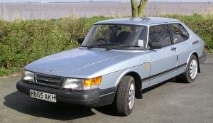 Saab 900 GLE, 1st generation (made between 1983 and 1993), UK, May 3, 2012. (SilkTork via Wikipedia). Released to public domain via CC-SA-3.0.