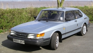 Saab 900 GLE, 1st generation (made between 1983 and 1993), UK, May 3, 2012. (SilkTork via Wikipedia). Released to public domain via CC-SA-3.0.
