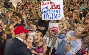 Donald Trump greets supporters after a rally, Mobile, Alabama, August 27, 2015. (Mark Wallheiser/Getty via http://www.telegraph.co.uk/).