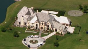 Oklahoma football coach Bob Stoops' 17,000 square-foot home on lakefront property, Norman, OK, November 25, 2015. (http://sportshoop.la/).