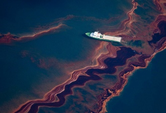 Deepwater Horizon oil spill aerial, Gulf of Mexico, May 6, 2010. (Reuters/Daniel Beltra via Flickr, http://motherjones.com).